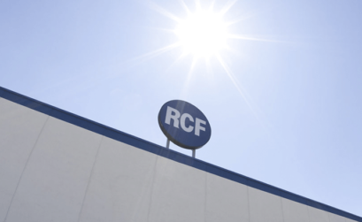 insegna RCF sotto il sole che splende