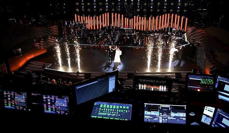 panoramica del palcoscenico del festival visto dalla postazione dei tecnici