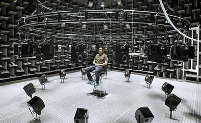 suono e silenzio: un esperimento in camera anecoica